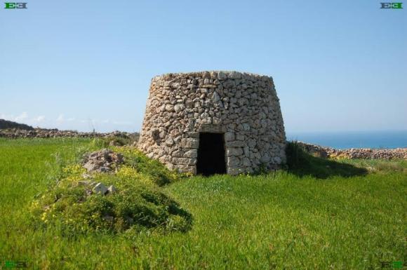beehive-stone-huts-girna-giren